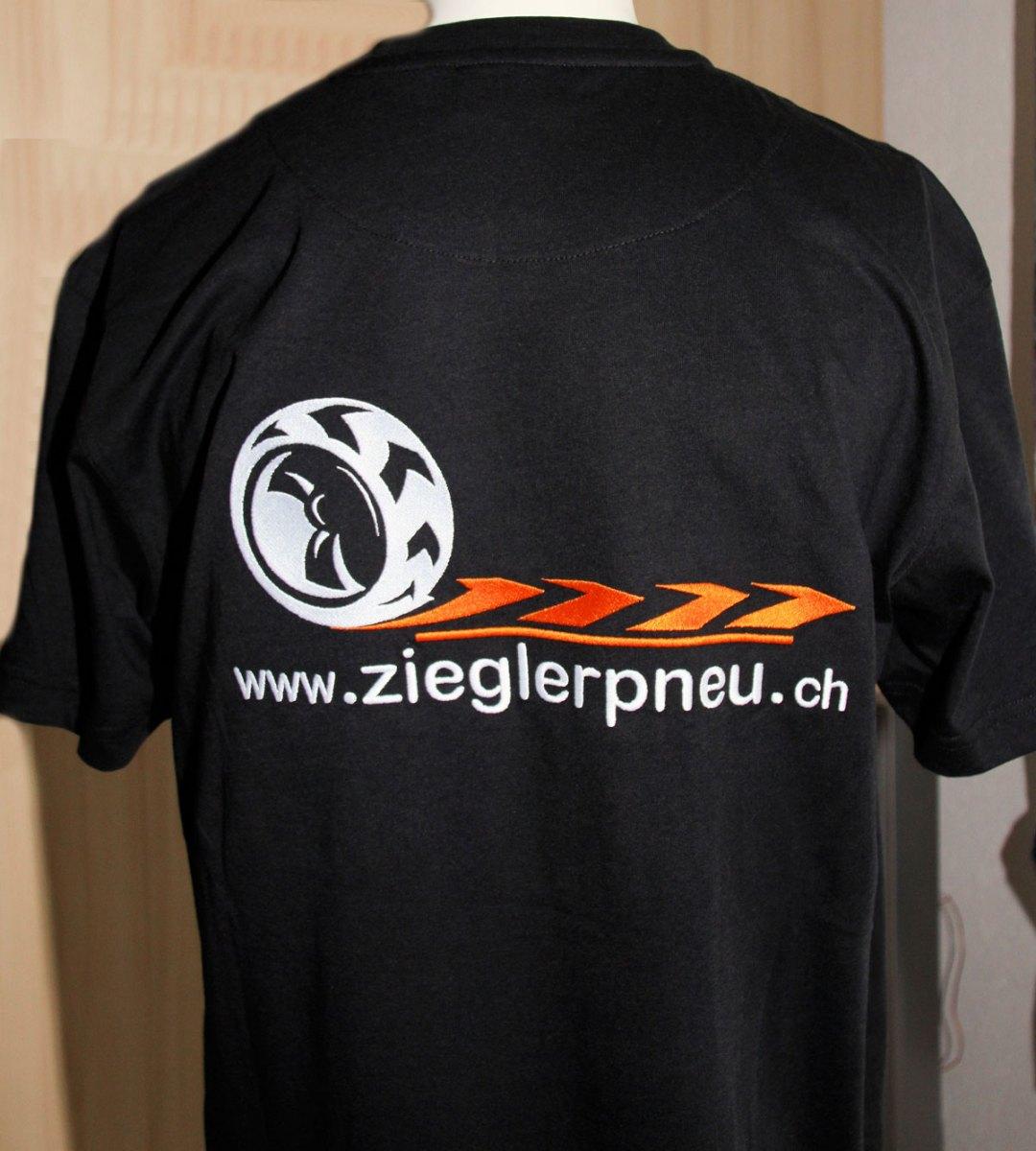 T_Shirt-hinten-gross-bestickt-und-Fleece-untergepresst